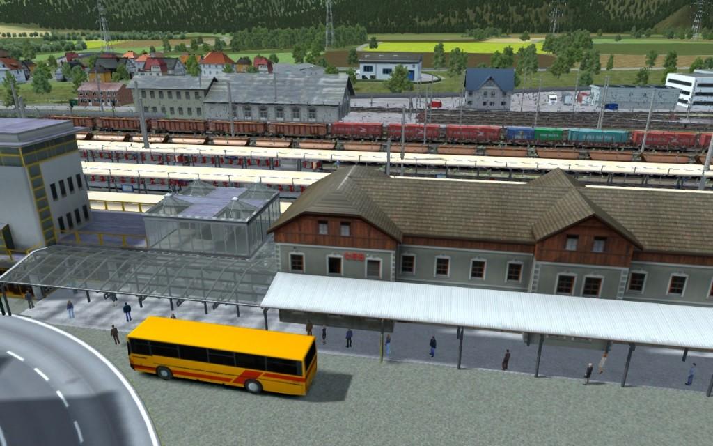 La gare de Bludenz, aux portes des Alpes avec les fameux bus jaunes!