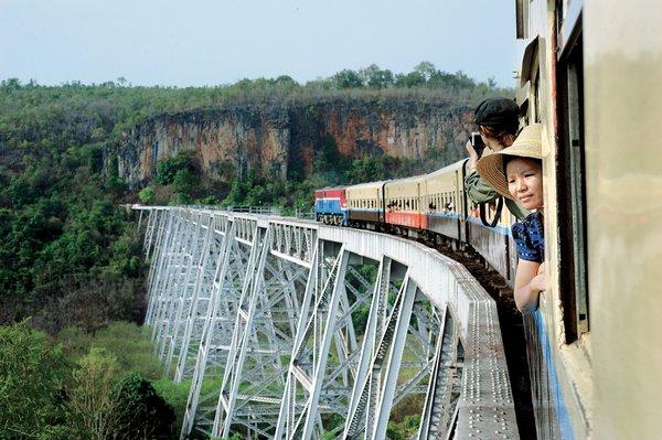 viaduct-to-Pyin-Oo-Lwin-Myanmar.jpg