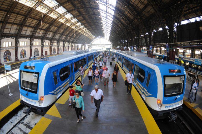 Ferrocarril_Mitre_EMUs_at_Retiro-©-Presidencia-de-la-Nacion-768x511.jpg