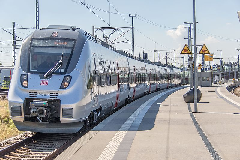 S-Bahn_Mitteldeutschland._Talent_2,032,Durchfahrt_Leipzig_Nord.jpg