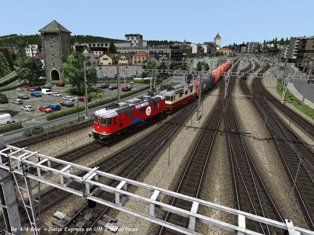Re 44 Knie + Swiss Express en UM à Schaffouse 4.04.jpg